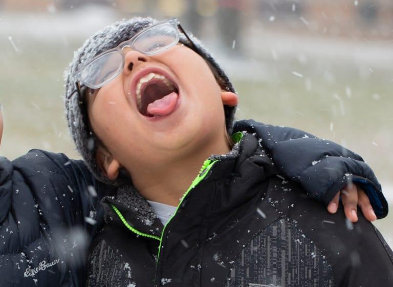 Garder les enfants au chaud et en sécurité cet hiver.